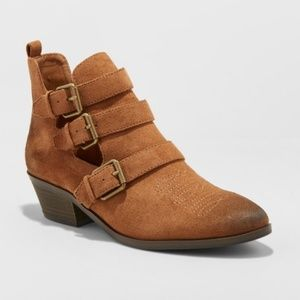 Universal Thread Cut Out Western Bootie
